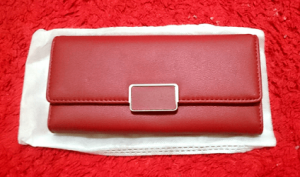 Dompet Merah — Money Amulet Indonesia