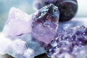 Batu Permata — Fakta Money Amulet